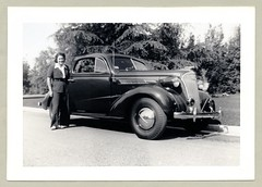 "1937 Chevrolet (Vintage Cars & People) Tags: vintage us usa america vintageusa classic black white ""blackwhite"" sw photo foto photography automobile car cars motor vehicle antique auto lady woman girl blinde fashion skirt pantsuit trousers pants chevrolet chevy 1937 chevroletcoupe aerial foglights 1930s thirties"