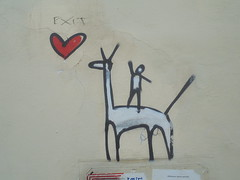 882 (en-ri) Tags: exit omino love amore cuoricino nero bianco rosso animale animal firenze wall muro graffiti writing