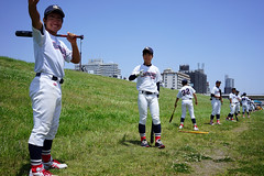 Swing practice (Eric Flexyourhead) Tags: juso 十三 yodogawaku 淀川区 osaka osakashi 大阪市 kansai 関西地方 japan 日本 city urban detail fragment sports baseball youth kids japanesebaseball baseballplayers baseballteam uniform baseballuniform higashiosakakita 東大阪市北 smiling friendly happy bluesky blueskies sonyalphaa7 zeisssonnartfe35mmf28za zeiss 35mmf28