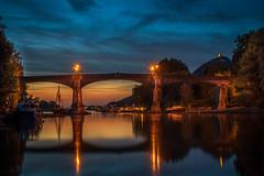 Die Brücke zu Insel Grafenwerth zur blauen Stunde. (frank_landsberg) Tags: 2018 badhonnef grafenwerth sonnenuntergang blauestunde rhein drachenfels siebengebirge