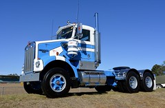 Camson (quarterdeck888) Tags: trucks photos truckphotos australiantrucks outbacktrucks primemover class8 overtheroad interstate frosty quarterdeck jerilderietrucks jerilderietruckphotos flickr bdoubles lorry bigrig highwaytrucks interstatetrucks nikon truck kenworth kenworthclassic kk kenworthclassic2018 truckshow truckdisplay workingclasstrucks noprizes sar kenworthsar daycab camson