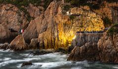 La quebrada, Acapulco México, momentos antes de lanzarse el primer clavadista. (edsonsantanareyna) Tags: acapulco acantilado cliffdiving divers méxico ocean mar turismo tourism show sea rocks cliffs