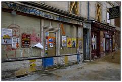 Le vin des rues (afantelin) Tags: paris14è boutique chantier travaux iledefrance decay vieux abimé