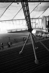 Stade intérieur (bbplwp) Tags: londres london noir blanc noirblanc black white blackwhite argentique analog stade sport jo jeux olympiques jeuxolympiques 2012 structure architecture