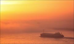 morning flow (motorhand2) Tags: fog nebel dunst sonnenaufgang sunrise schiff binnenschiff rhein wasser sonne ufer ship water river niederrhein motorhand motorhand2 matthias