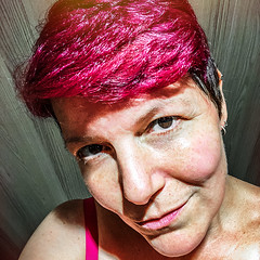 Changing (Melissa Maples) Tags: antalya turkey türkiye asia 土耳其 apple iphone iphonex cameraphone summer me melissa maples selfportrait woman brunette shorthair pinkhair square 11 lightleak pink shoppingcentre agora