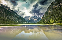 Il Landro sotto le nuvole (Gio_guarda_le_stelle) Tags: dolomiti dolomites dolomiten evening today raining coluds strom mountainscape reflection lake emerald landscape trees water lago nuvole cielo pioggia rain monti travel 4x4 canon nisi i bellezza nature flickr riflesso pomeriggio