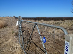 Rural Gate (Diepflingerbahn) Tags: goldenhighway nsw cassilis rural gate farmgate drought newsouthwalesdrought2018