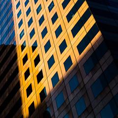 A titre provisoire (fidgi) Tags: paris ladéfense reflet reflection architecture abstract abstrait orange bleu blue ombre shadow lumière light carré square canon canoneos5dmk3 tamron touregée façade