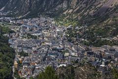 Les Escaldes i Andorra la Vella (kike.matas) Tags: canon canoneos6d sigma sigma105mf28exdgoshsm lesescaldes andorralavella andorra andorre principatdandorra pirineos paisaje ciudad montaña edificios calle casas tejados arboles lightroom6 kikematas андорра