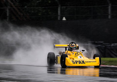 _1040393.jpg (ellesmere FNC) Tags: ellesmerefnc oultonpark oulton park gold cup 2018 rain spray racing car motorsport panning monoposto formula ford historic