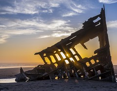 Shipwreck (sfarax) Tags: sunstar sunrays sunset shipwreck pnw oregon