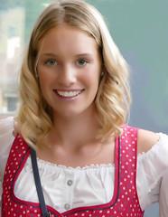 Annabel (o.solemio) Tags: photo n°457 minoosolemio ritratto ragazza bionda sfondo chiaro grembiule portrait colore aperto leicavlux annabel