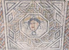 2018/07/09 13h03 mosaïque de Méduse, Volubilis (Valéry Hugotte) Tags: 24105 antiquité maroc volubilis canon canon5d canon5dmarkiv mosaïque romain ruines fèsmeknès ma