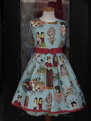 The Dress (Steve Taylor (Photography)) Tags: mivida yoteesperare ribbon paintbrushes pallete laurel lady dress todo bouquet ladies flowers camden eldolor elplacer ylamuerte noestoysola belt door fashion uk england london gb greatbritain form