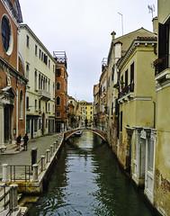 Venedig - Impressions from Venice (1) (Kat-i) Tags: venedig venice venezia italien italy stadt city wasserstrasen kanäle channels häuser buildings boote boats nikon1v1 kati katharina 2018 unescoweltkulturerbe unescoworldheritage unesco