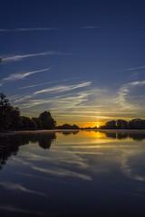 Dessiner sur grand écran (photosenvrac) Tags: beaugency ciel leverdesoleil loire paysage