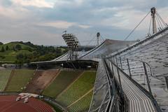 stadiondach mit vogelschar (dadiolli) Tags: münchen bayern deutschland de olympiapark olympiastadion munich germany freiotto zeltdach