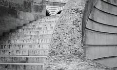 (numéro six) Tags: nb bw blackandwhite noiretblanc pretoebranco lines linhas lignes architecture arquitetura city ville cidade pont ponte bridge escalier escada