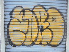 185 (en-ri) Tags: edro nero giallo throwup torino wall muro writing serranda graffiti