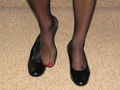 well worn Gabor office pumps (Isabelle.Sandrine2001) Tags: stockings legs feet nylons leather shoes heels dangling shoeplay wellworngaborpumps
