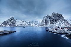 Sweet spirit (Valero-Xixona) Tags: luzenlaoscuridad largaexpoxicion lofoten luz valero montaña mar amaneceres nieve naturaleza noruega