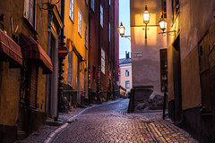 (litrator) Tags: stockholm sweden sverige city old town light lightning evening night colors cozy buildings europe architecture lamps street gamla stan