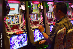 Arcade in Tokyo's Akihabara district (Nicolay Abril) Tags: tokio tokyo токио 東京都 japan japon япония 日本 chiyodaku chiyoda 千代田区 chuodori 中央通り taitostation moneymachines slotmachines máquinastragamonedas 角子機 games videojuegos juegosdevideo ビデオゲーム arcade coinop 街机 player gamer ゲーマー プレーヤー manga pink rosa rosado ピンク ルース ネオン akihabaraarcade salónrecreativo salóndemaquinitas centrodeocio salónarcade amusementarcade videoarcade 電子遊樂場 英语 或 salledarcade akihabara akibagahara akihabaraelectrictown 秋葉原電気街 秋葉が原 秋葉原 東京夜遊び people mensen menschen leute gente gens 人