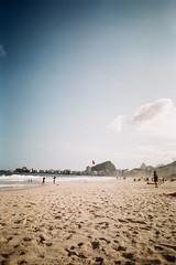Copacabana (Henrique F. da Silva) Tags: fujic200 olympustrip505 pointandshoot filmisnotdead film filmisalive arraialdocabo rio rj trip sea beach holidays