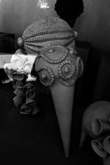 2 - Ecuisses (Bourgogne), La Villa Perrusson et son jardin - Sculpture en céramique de Frédérique Fleury (melina1965) Tags: août august 2018 panasonic lumix dmctz57 bourgogne burgondy saôneetloire écuisses villaperrusson sculpture sculptures noiretblanc blackandwhite bw reflet reflets reflection reflections céramique ceramic ombreetlumière lightandshade macro macros