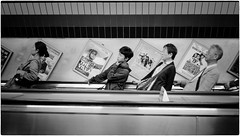 Untitled (Steve Lundqvist) Tags: trip viaggio urban downtown depth photography people candid world persone london leica q 2018 traveling documentary england social uk pike streetphotography chinatown china chinese subway metropolitan metropolitana metro underground tube ladder
