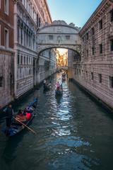 El Puente de los Suspiros (Ricardo Martinez Fotografia) Tags: 2017 canal cityscape d810 gondola gondolero italy itlia nikon ponte puente puentedelossuspiros ricardomartinezcl romance suspiros travel venecia venezia viajar veneto italia it