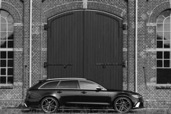 Audi RS 6 (Ogenblik fotografie) Tags: audi rs 6 6d canon 70200mm 70200mmf4 ef70200mm black bw white venlo building car auto sportscar sportauto vehicle gebouw deur door