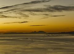 Ria de Vigo (LUIS FELICIANO) Tags: riadevigo ria riasbaixas mar cies bateas barcos ocaso anochecer nubes olympus e5 lent lent50200mm