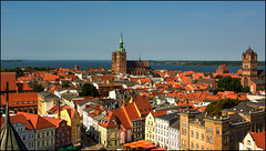 Stralsund - Blick von der Marienkirche (angelofruhr) Tags: mecklenburg stralsund nikolaikirche rügen jacobiturm strelasund kubitzerbodden ostsee balticsea dächer historischealtstädte deutschland germany vorpommern