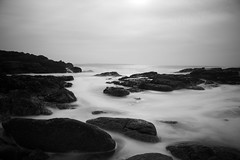 2014 - Février - Kerroch (3).031 (hubert_lan562) Tags: pose longue long mer black white monochrome ocean ploemeur lorient bretagne sea nb exposure ciel kerroch plage morbihan 56 filé