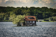 Cottage in the river (Dad from Hell) Tags: 1000islands alexandriabay canada canadarocks garypaakkonen ny newyork paakkonen photography stlawrenceriver summer d300s landscape nikon ontario river water iamcanadian