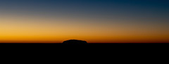 Bevor Sunrise . (:: Blende 22 ::) Tags: australia sunrise uluru sun eosd nothernterritory light blue sky rock canon canoneos5dmarkiv ef2470mmf28liiusm sonnenaufgang