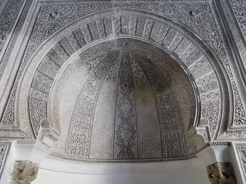 Décor de stuc, salle de prière, médersa Attarine (début XIVe siècle), Talaa Kbira, médina de Fès el Bali, Fès, Maroc.