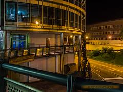 Das moderne Brugg; Technopark Aargau (~ernesto~) Tags: brugg ag aargau nachtaufnahme modern steril beton stahl alu glas technopark geländer übergang passerelle switzerland schweiz ernesto aschi olympus omd geotagged bruggag kantonaargau che