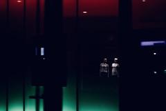 Testpuppen in der Nacht (gaborercsenyi) Tags: züri zürich schweiz foto puppen lichter lihts nacht night dark dolls zama art fahsion