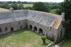 Château de Pirou : les communs (philippeguillot21) Tags: château castle pirou manche cotentin normandie france europe plaid charretterie communs bâtiment pixelistes canon