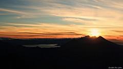 (Guido De León) Tags: volcanesdeguatemala lagodeatitlan paisaje amanecer montañas
