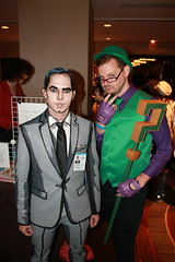crossover (istolethetv) Tags: flamecon flamecon2018 flamecon4 cosplay cosplayer cosplaying costume geek nerd lgbt lgbtq lgbtqcosplay halloweencostume halloweencostumeidea comiccon comicconvention comicbookconvention lgbtqcomiccon gaycomiccon gaynewyork lgbtqny halloweenlewks コスプレ 角色扮演 sterlingarcher archer facepaint facepainting paintedface riddler malecosplay malecosplayer