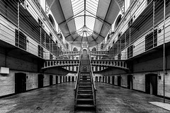 In Jail (Leipzig_trifft_Wien) Tags: dublin countydublin irland ie black white ancient building jail prison lostplace architecture blackandwhite wideangle perspective steel museum