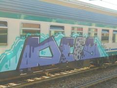 057 (en-ri) Tags: defs marta grigio viola train torino graffiti writing azzurro