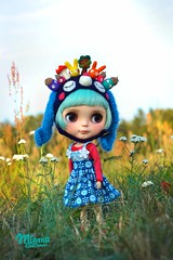 ..this is my wonderful doll world.. 💙💚☺️💚💙 (Miema) Tags: miema miemadollhouse blythe outdoor helmet gras grass girl doll takaratomy toy