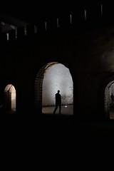 * (Gwenaël Piaser) Tags: essaouira morocco 2018 august2018 august aout unlimitedphotos gwenaelpiaser canon eos 6d canoneos eos6d canoneos6d fullframe 24x36 reflex rawtherapee 40mm pancake canonef40mmf28stm canonef40mm28stm canon40mmf28pancakestm prime stm kingdomofmorocco kingdom المملكةالمغربية ⵜⴰⴳⵍⴷⵉⵜⵏⵍⵎⵖⵔⵉⴱ المغرب silhouette door porte ⵍⵎⵖⵔⵉⴱ maroc marokko marocco marruecos night médina الصويرة mogador mûgadir ⵎⵓⴳⴰⴹⵓⵔ