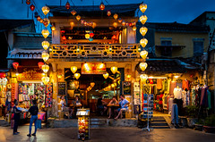 (Rob-Shanghai) Tags: hoian vietnam holiday night evening fun relax leicaq light food cafe