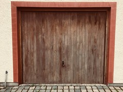 Garage door - perfect! (Bennydorm) Tags: square shape excellent aok splendid contemporary stylish wall september inglaterra inghilterra angleterre europe uk gb britain england cumbria furness ulverston urban iphone6s design modern immaculate perfect tidy neat wooden door garage